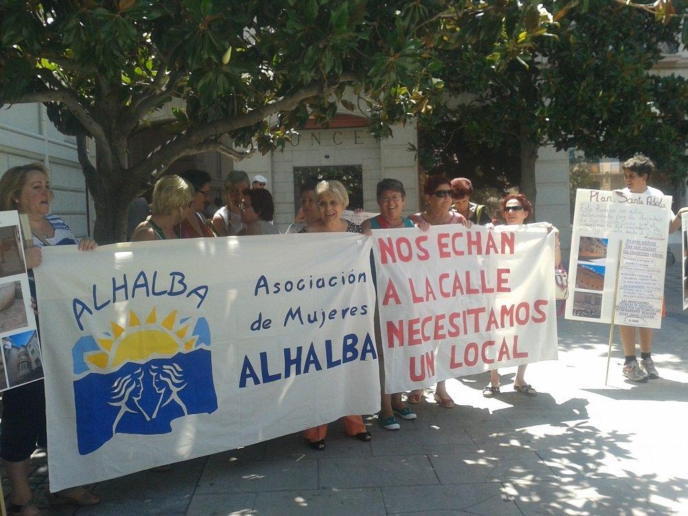 protesta de las mujeres de la Asociación Alhalba, Zaidín